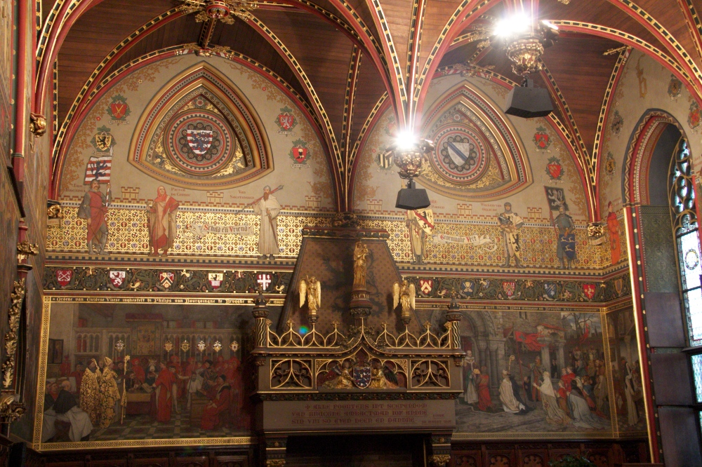 Art and ceiling in the Gothic Hall.